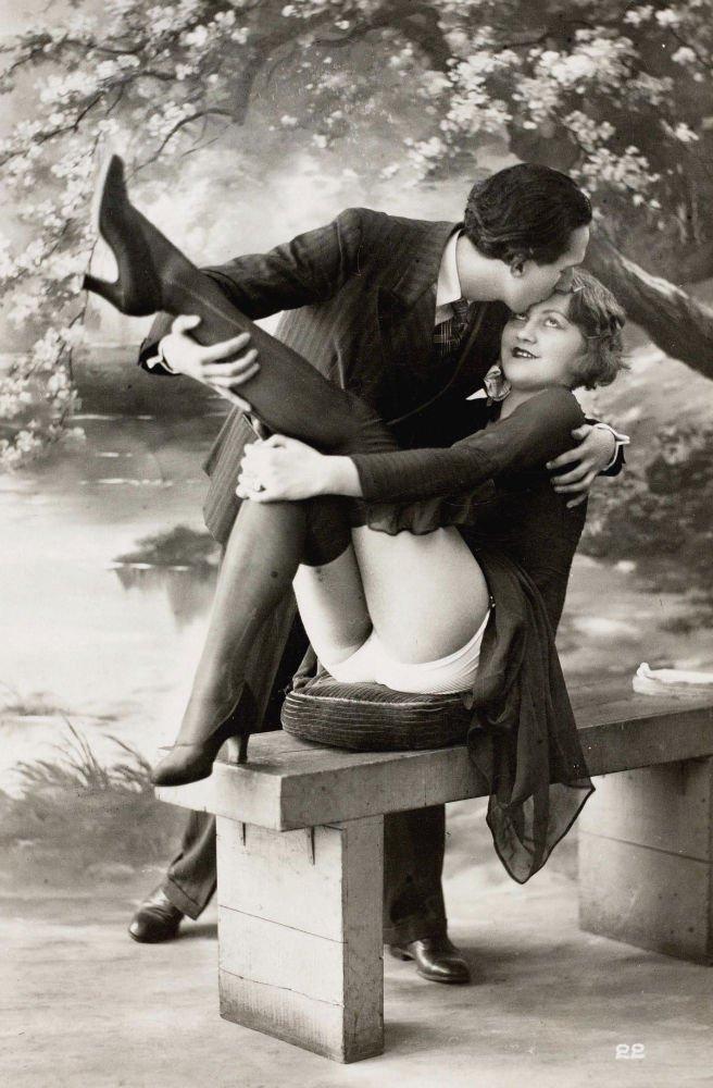 Postal erótica de principios de siglo XX.